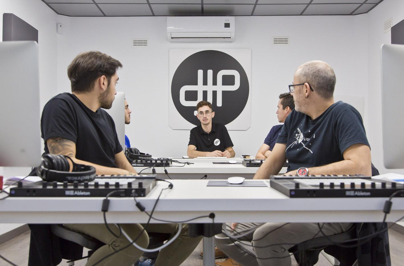 Dj_productor_escuela-profesores-clases-musica-electronica-produccion-dj-madrid
