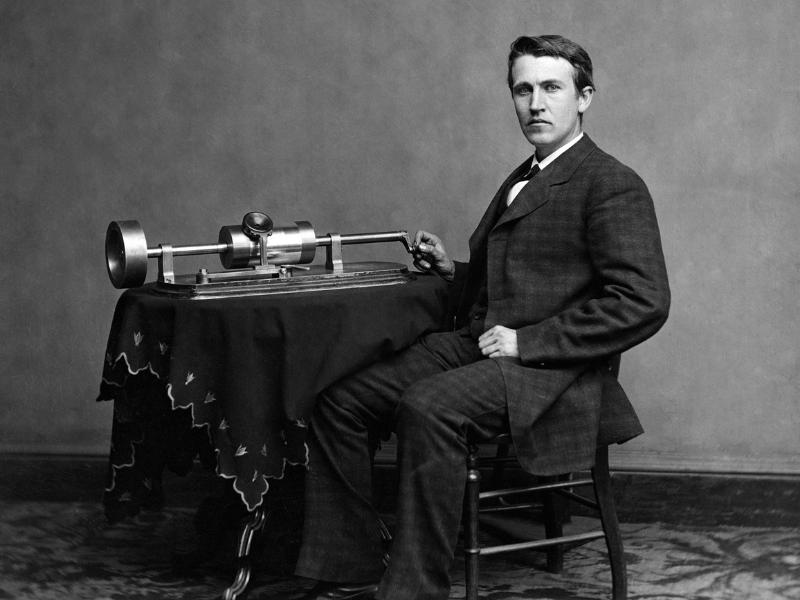 Thomas Edison, invento el fonografo